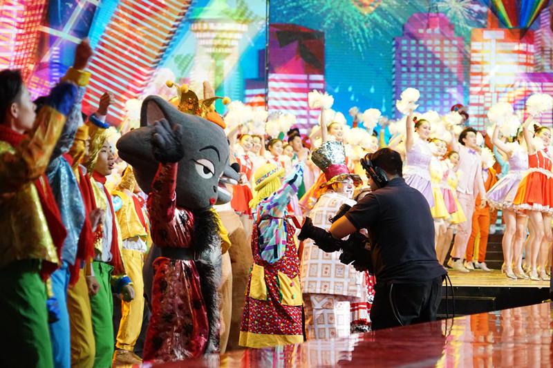 喜羊羊与灰太狼登央视元旦晚会,舞力全开喜开年